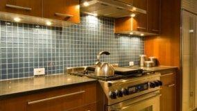 Nuovi mobili componibili in cucina o restyling delle finiture?