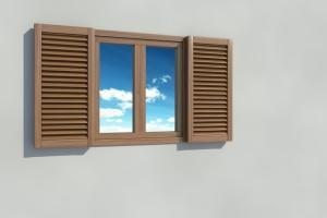 serramento con telaio in legno in buone condizioni