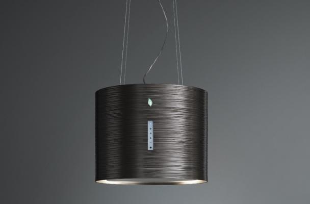 Cappa da cucina sospesa che sanifica l'aria con e-ion system di Falmec