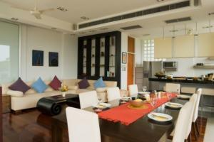tavolo rettangolare in soggiorno