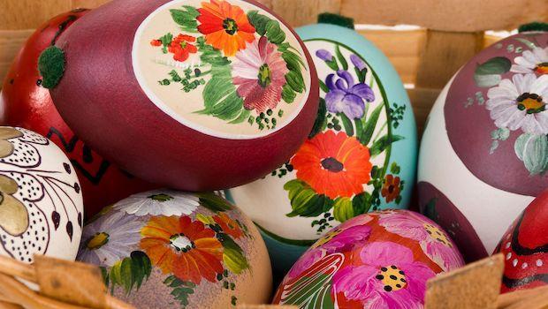 Festeggiare la  Pasqua con le uova decorate in fai da te