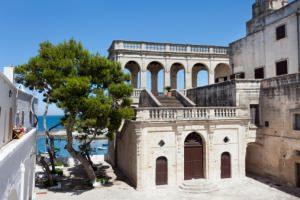 Puglia: costruzioni in pietra chiara