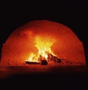 La bocca di un forno a legna tradizionale