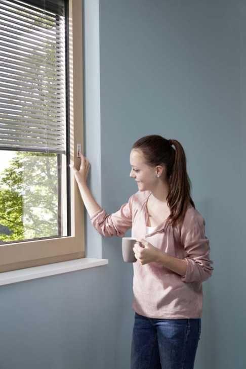 Internorm i-tec oscuramento con veneziana fotovoltaica integrata nella finestra