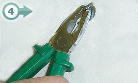 (4) Serraggio del tassello