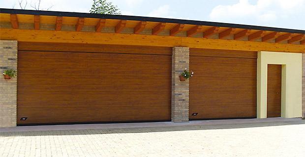 Portoni sezionali in legno Wood di FIS Group
