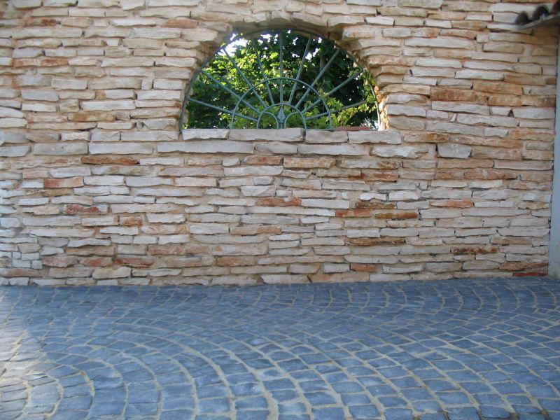 Rivestimenti di pietra montana, Marino di Roma 1