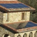 Installare impianto fotovoltaico su tetto inclinato