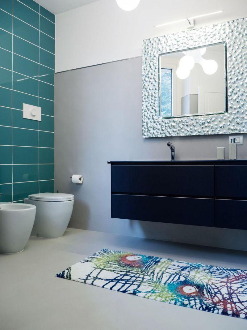 Simple di un bagno resina decorativa with pavimento in - Costo piastrelle bagno ...