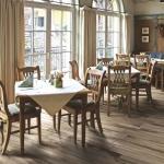 Origini, un legno pietrificato per pareti e pavimenti