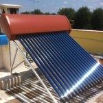 Pannello solare termico sottovuoto a circolazione naturale