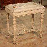 Tavolino antico francese in legno laccato del