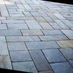 Pavimento per esterni in lastre di luserna