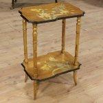 Tavolino in legno laccato dorato e dipinto