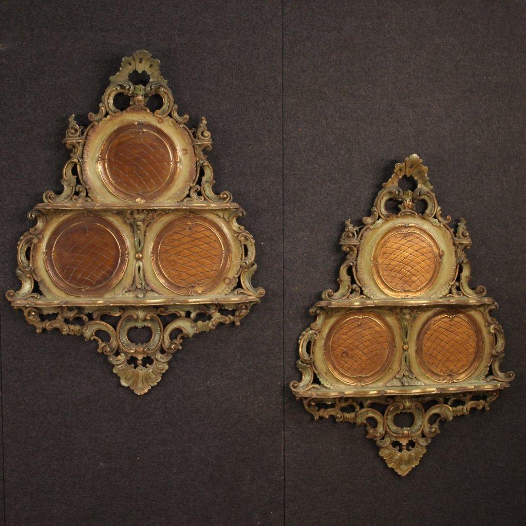 Coppia di étagère veneziani laccati e dorati 1