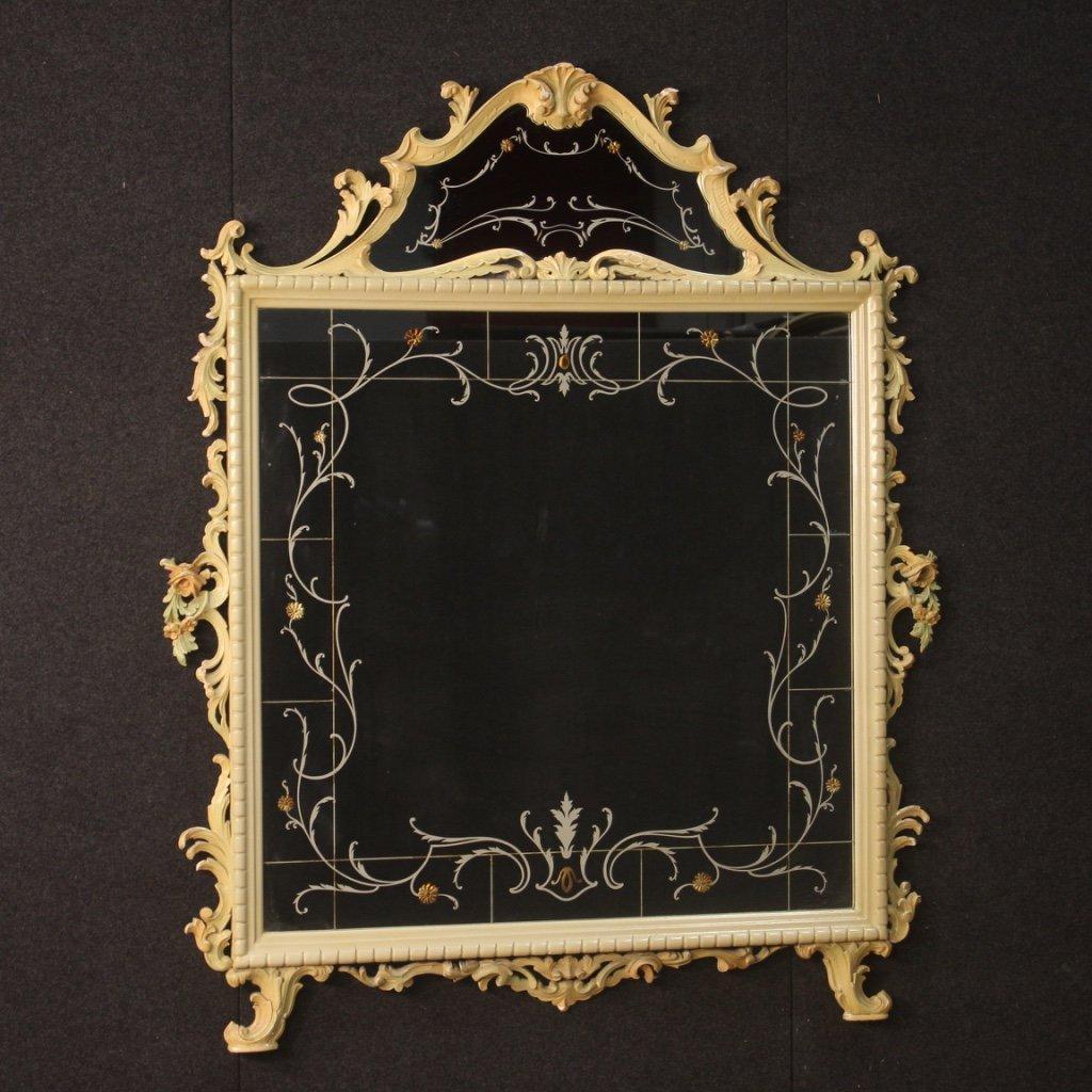 Specchiera italiana laccata con decori floreali 1