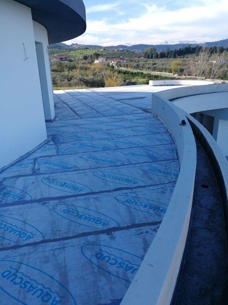 Impermeabilizzante liquido per superfici terrazzate e balconate - AQUASCUD 420-430 1