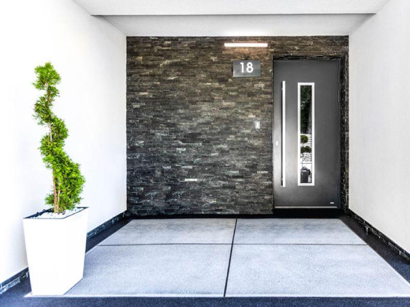 Porte d'ingresso con pannello applicato in alluminio 2