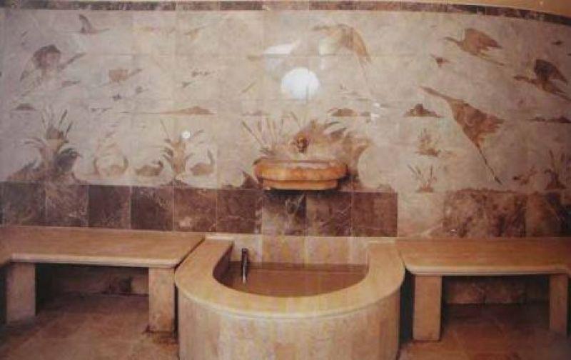 Rivestimenti vasca quarzite Carrara 1