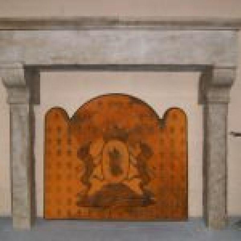 Cornice camino in pietra antica Alessandria 2