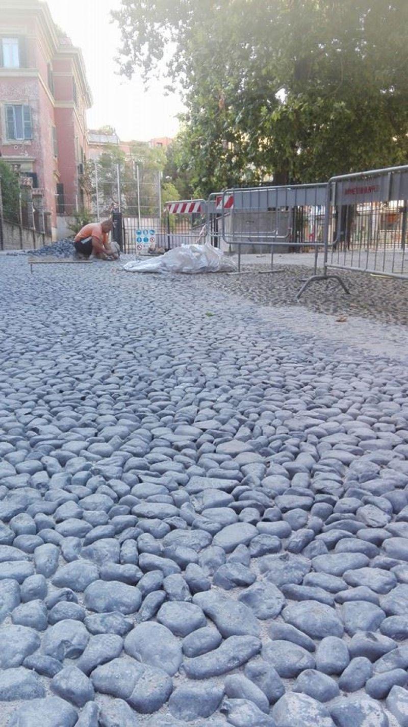 Ciottoli di pietra bianca Marino di Roma 7