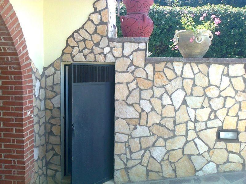 Rivestimento in pietra di Trani, Marino di Roma 1